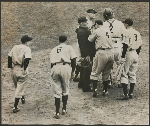 lou-gehrig-argues-his-point-in-the-1938-